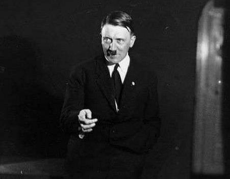ヒトラー演説練習1