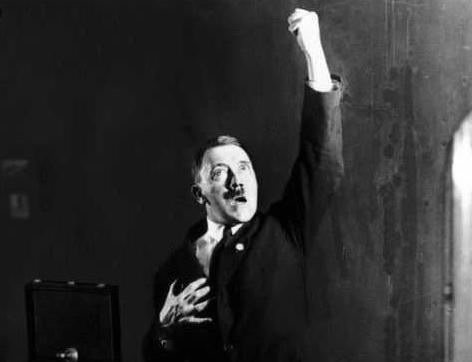 ヒトラー演説練習3